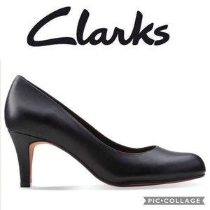 CLARKS Soft Cushion Abe Black Pump Heels Size 7.5